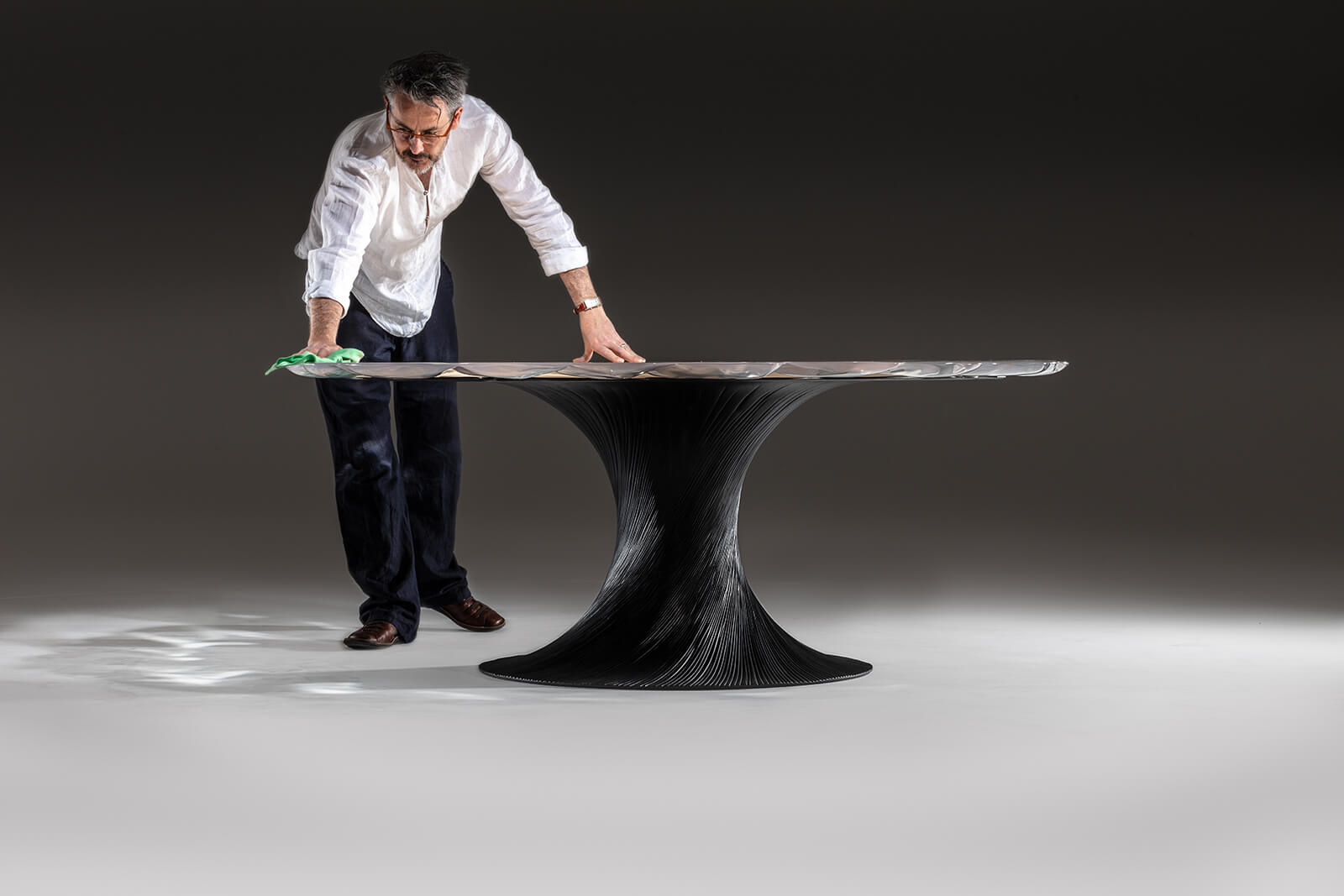 Marc Fish with 'Vortex' dining table, 2018 COURTESY: Marc Fish / PHOTOGRAPHER: Simon Eldon